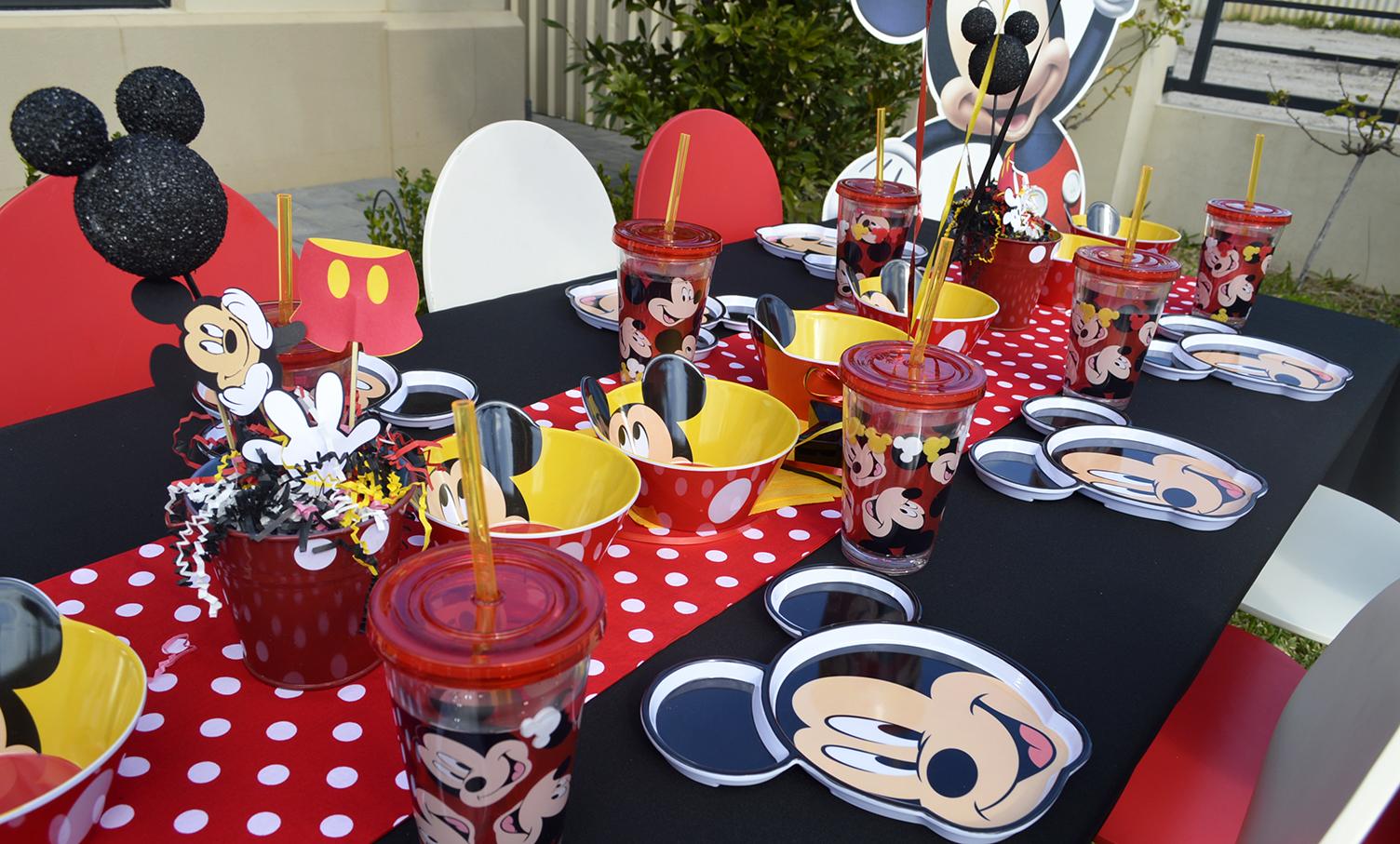 animatori pentru petreceri copii cu Mickey Mouse
